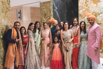 The bride with her entire family on the wedding day