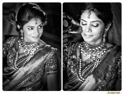 Stunning bride decked in layers of heirloom gold jewellery and navaari silk saree