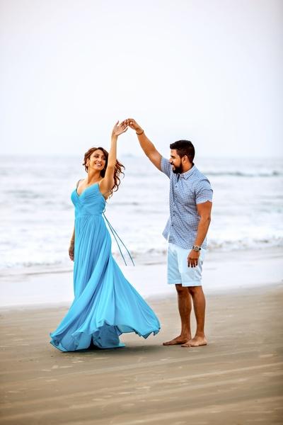 romantic beach pre wedding shoot at Goa