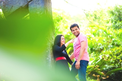 Baby pink Tshirt and jeans for wedding shoot