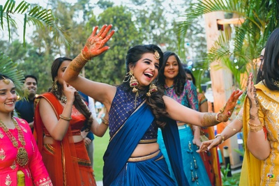 The bride dancing and enjoying her mehendi