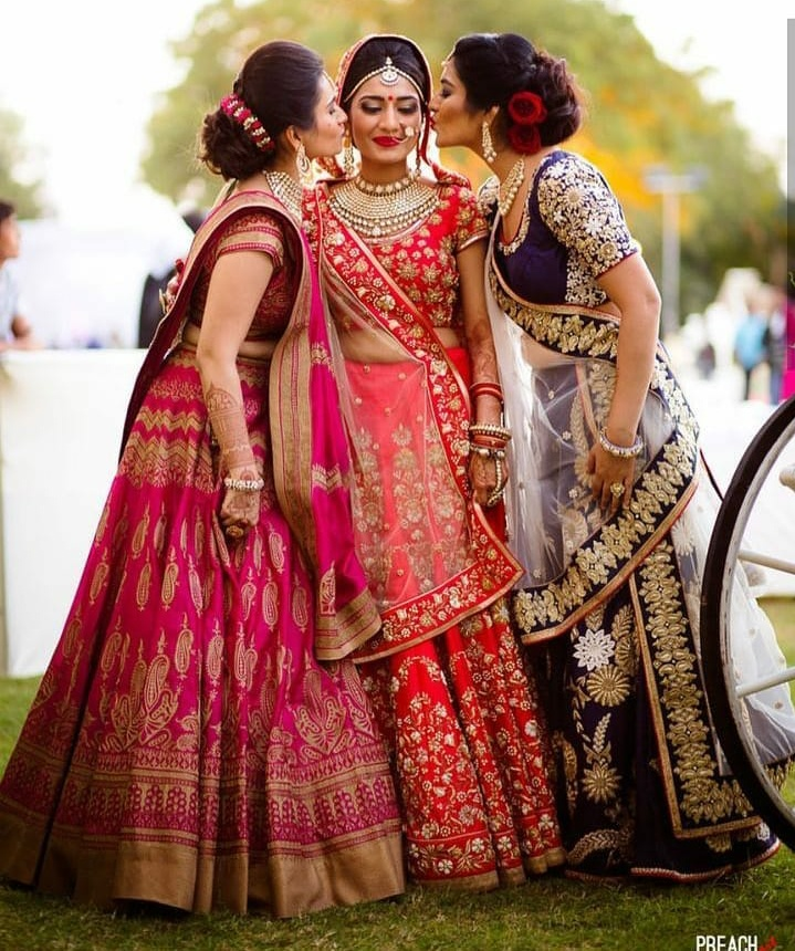 24. These sisters are careful not to leave lipstick stains on the bride!