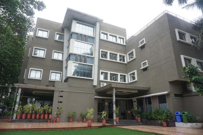 Hotel Bee Town Rajendra Nagar Indore - Banquet Hall
