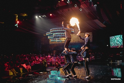 How amazing is it to have a special fire show at your sangeet ceremony!