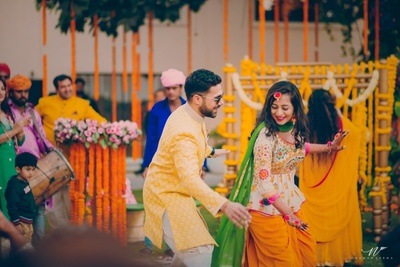 Traditional couple dancing during their haldi function!