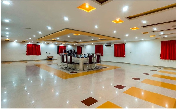 Aum Health Resort Ajwa Road Baroda - Banquet Hall
