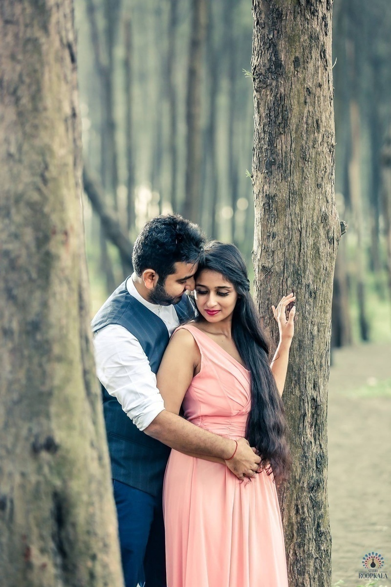 Vintage Pre-Wedding Photoshoot in Mumbai with an Old World Charm