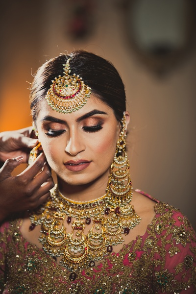 Tis bride is flautning a chaadbali inspired jewellery set with micropearls and ruby drops