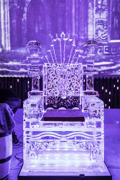 ice and glass sculptures to give a royal effect