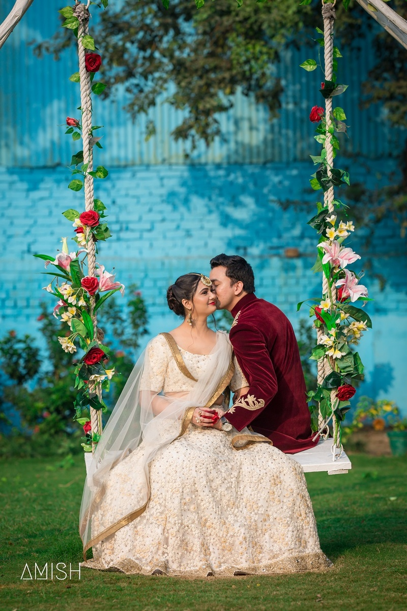 This Couple\'s Adorable Pre-Wedding Photoshoot With 6 Different ...
