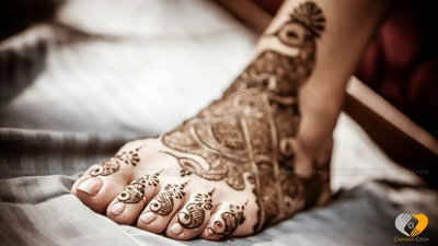 Twisted and tangled mehendi designs for feet