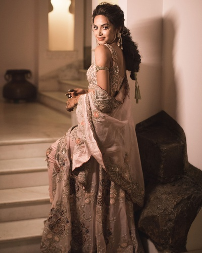 bride's portrait click in her sangeet outfit