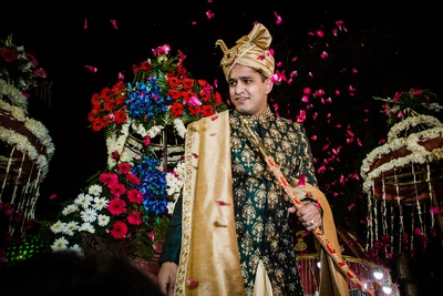 Siddharth is showered with flowers as he makes his grand entry.