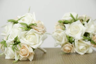 Nothing spells elegance like white flowers