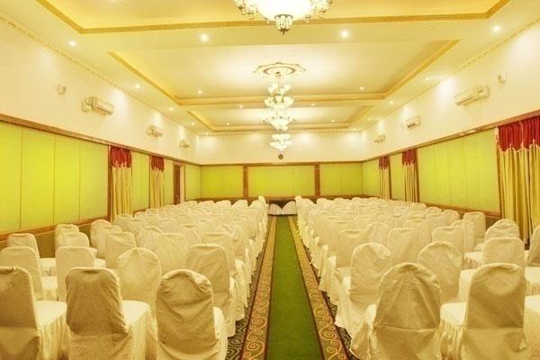 Jayamahal Palace - Palace Grounds