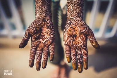 Close up shot of the bride's intricate mehndi at the mehndi function at Hotel Renaissance, Lucknow