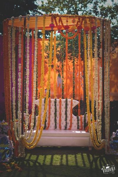 Subtle floral decor for the mehndi ceremony