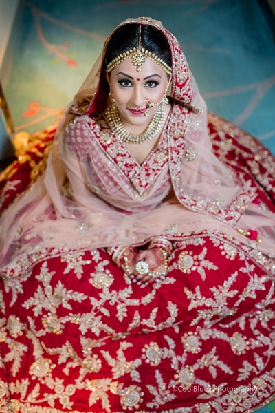 For the wedding ceremonies, Heena wore a deep red bridal lehenga with a contrast peach chunni paired with kundan jewellery and a pearl nath.