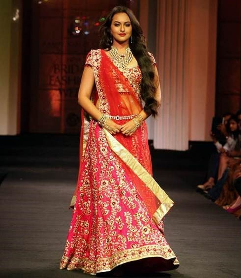 1409a03a21 6 Tips to Look Slimmer in Your Wedding Lehenga! - Blog