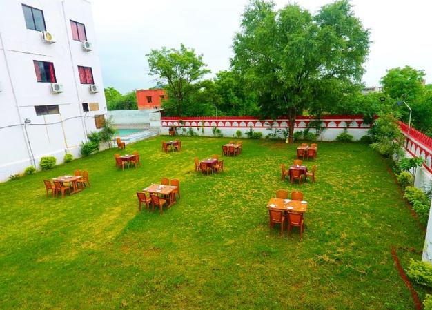 Hotel White Tulip Dabok Udaipur - Banquet Hall