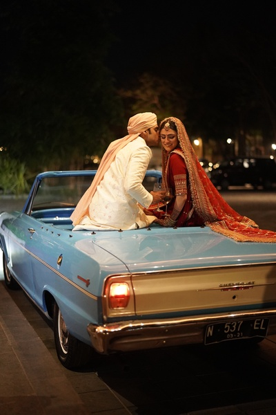The couple riding back from the venue after the wedding ceremony!