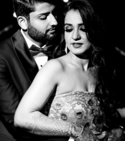 romantic black and white picture of the couple