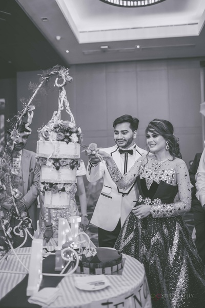 Oh we love this the most! They had a  hanging cake at their engagement ceremony!