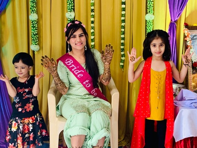The bride and little kiddos flaunting their mehendi designs.