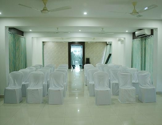 Hotel Dwarkamai, Ganeshpeth, Nagpur