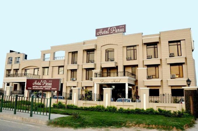 Hotel Paras Dera-Bassi Chandigarh - Banquet Hall