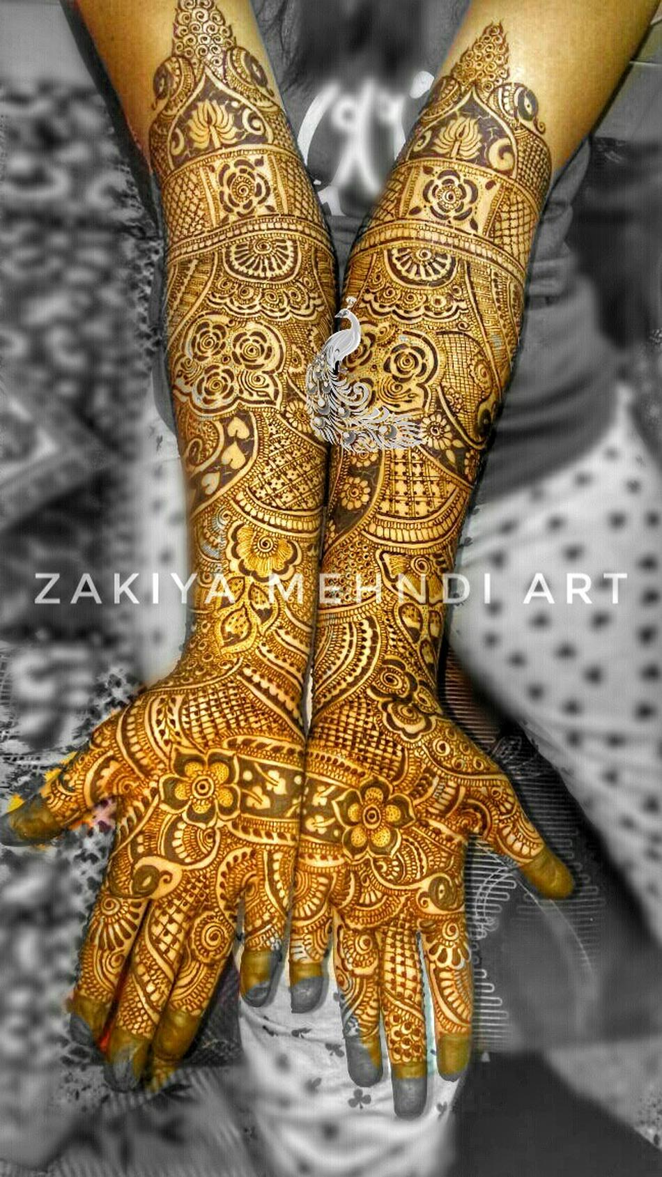 Professional Bridal Makeup: Zakiya Award Winner Professional Bridal Mehndi Artist