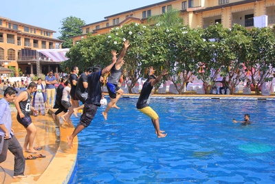 Discover Resorts, Neral wedding with the coolest pool party ever!