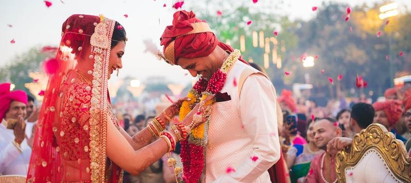 Sagar & Nitisha Baroda : Traditional Gujarati-Marwari Wedding with a Sabyasachi Bride Held in Baroda