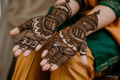 Mansi chose to keep her mehendi simple with Prashant's name in it