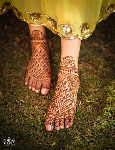 Subtle feet mehndi designs for the bride to be
