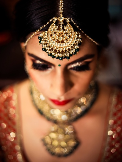 The bride looks alluring with this jewellery!
