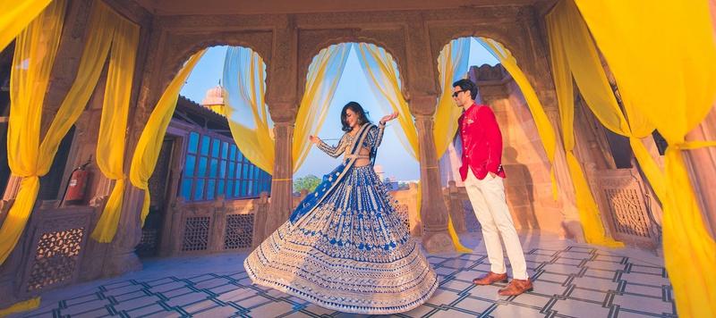 Arjun & Shweta Bikaner : This cute & bubbly bride's wedding in Laxmi Niwas Palace, Bikaner has the most adorable wedding pict