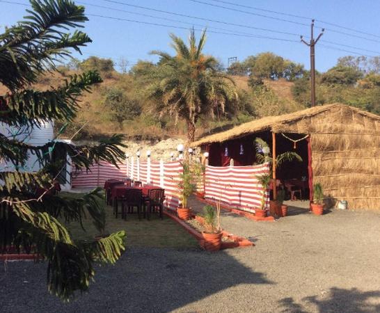 Royal Garden Family Restaurant Wadi Nagpur - Wedding Lawn
