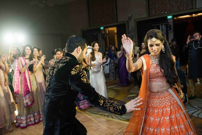 The bride and the groom dancing at their sangeet