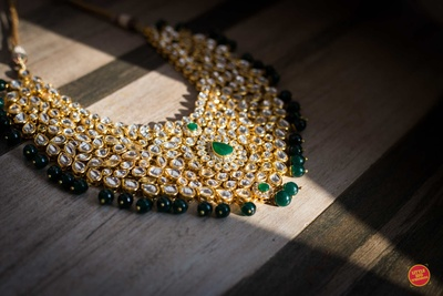 The bride's emerald and gold necklace