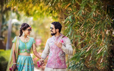 Sheena and Siddharth walk hand in hand for the classic pre wedding shot
