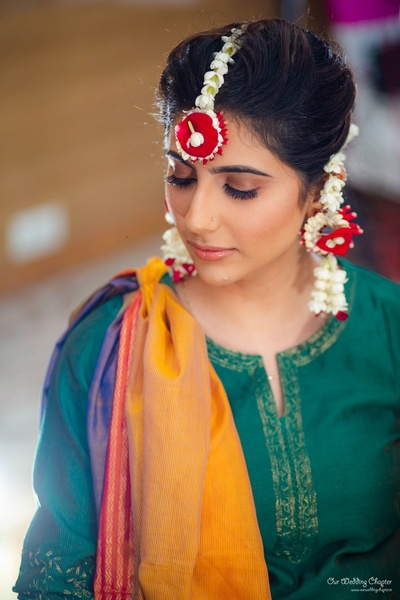 Mansi chose a simple suit for her mehendi ceremony