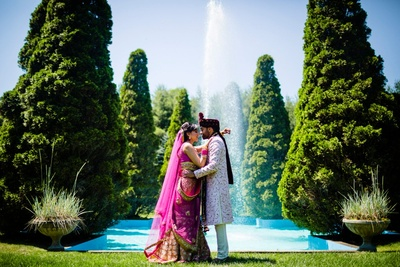 cute couple photography by the fountain