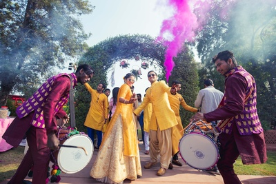 The couple enter the haldi venue in style, grooving to the desi beats!
