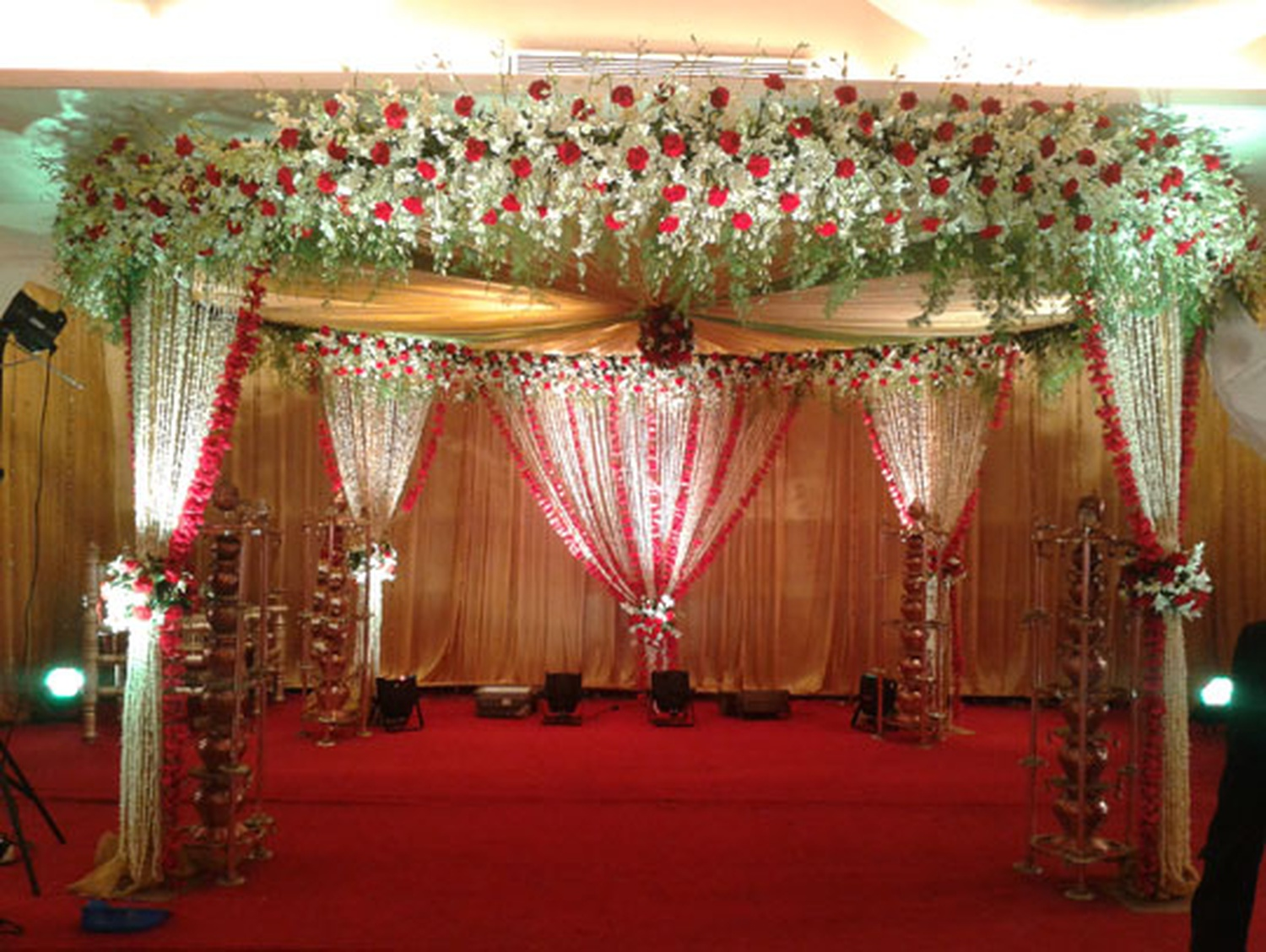 Trupti catering and decor wedding decorator in mumbai weddingz overview junglespirit Image collections