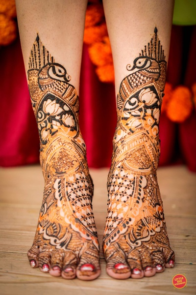 Bride's feet's mehendi design