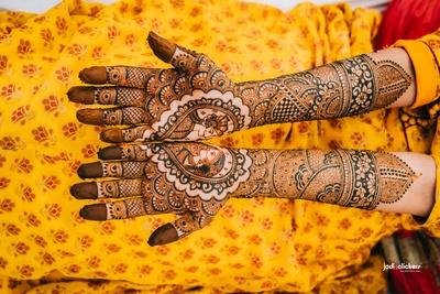 The bride flaunting her beautiful intricate mehendi design!
