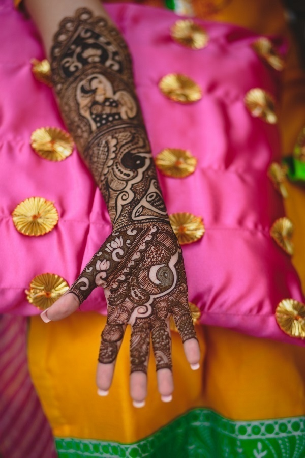 """17. The non-cliched """"showing off the mehndi"""" picture:"""