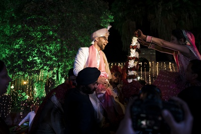 The bride putting the jaimala around the groom's neck.