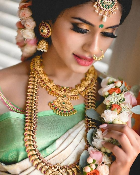 If you are planning to wear a pastel-coloured outfit for your big day, then you should definitely show this bridal makeup picture to your MUA for ...